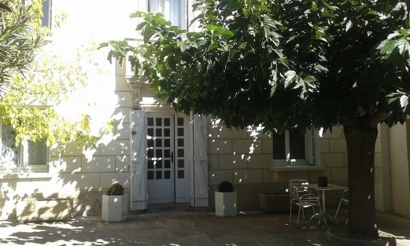 Saint-Génies-des-Mourgues的民宿