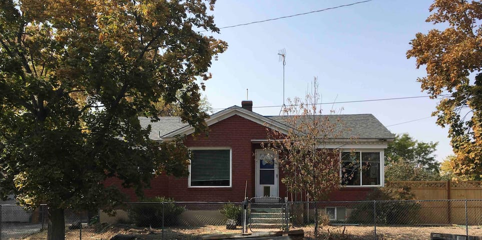 Sweet Sage House (pets, airport, I-15, downtown)