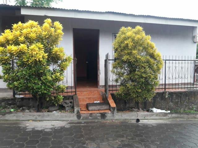 San Miguelito的民宿