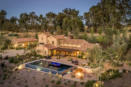 Spanish villa in the heart of wine country