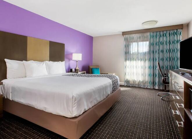 Beautiful Pomona Hotel