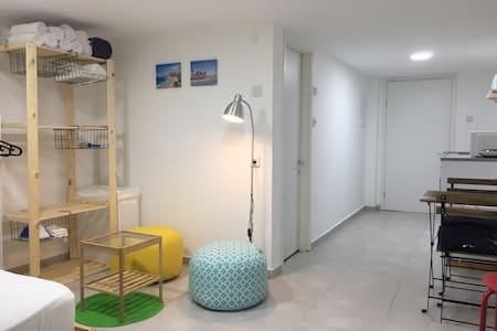 Perfect beach & market new studio apartment!
