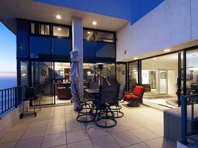 Eaglesloft Top Floor OceanFront Penthouse