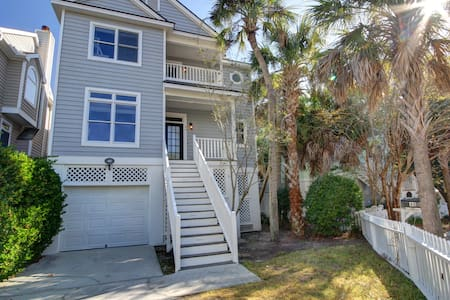 4 BD/4BA- 1 MIN WALK TO BEACH, TENNIS, GOLF *NEW*