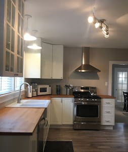 Entire home downtown, gourmet kitchen, 3 bedrooms