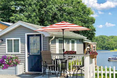 """❤️ """"Tiny Home"""" Style Lake Cottage in Apple Valley"""