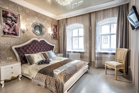 2 bedroom(in the old town, Br. Rohatyntsiv str.49)