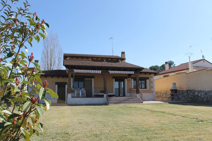 Juarros de Voltoya的民宿