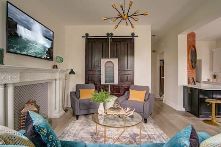 Newly Renovated Niagara Glen Suite