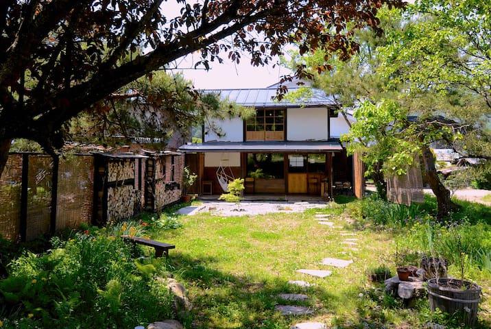 "Sanson Terrace ""silkworm house"""
