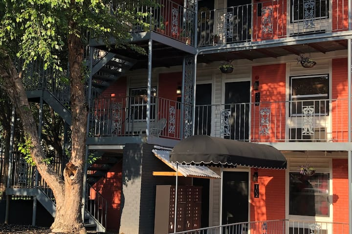 Downtown Raleigh Flat | Pet Friendly