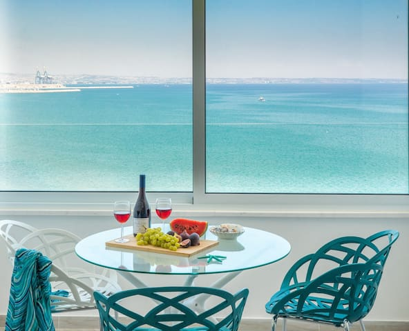 Luxury Penthouse Seagate - 1 BR Central Seafront