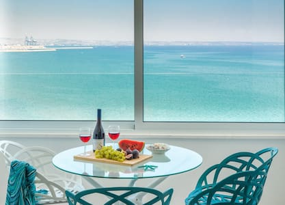 Luxury Penthouse Suite w/ Ocean View+King Size Bed