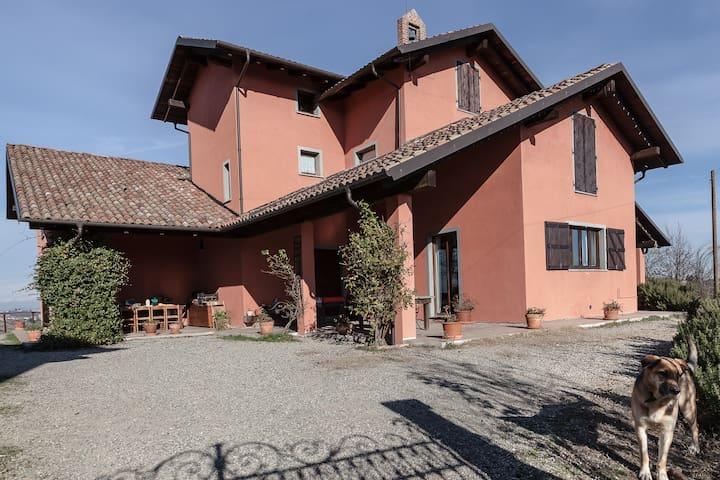 Castelnuovo Calcea的民宿