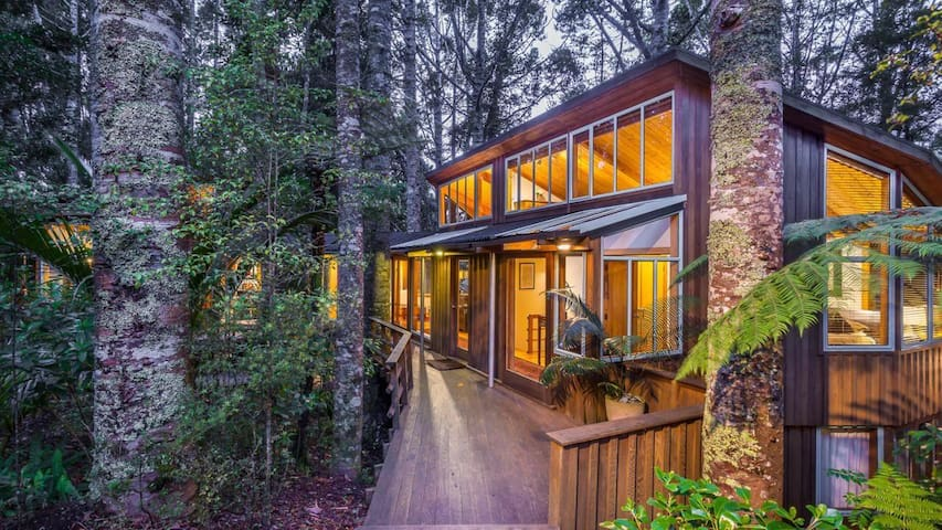 Two rooms in Auckland's nature retreat