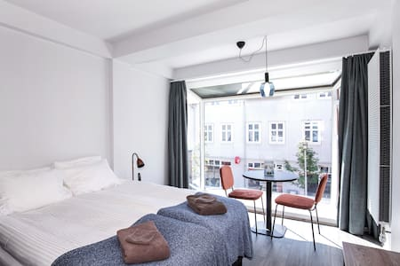 *Apartment on the main shopping street*