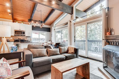 Inviting Cozy East Vail Condo On Gore Creek!
