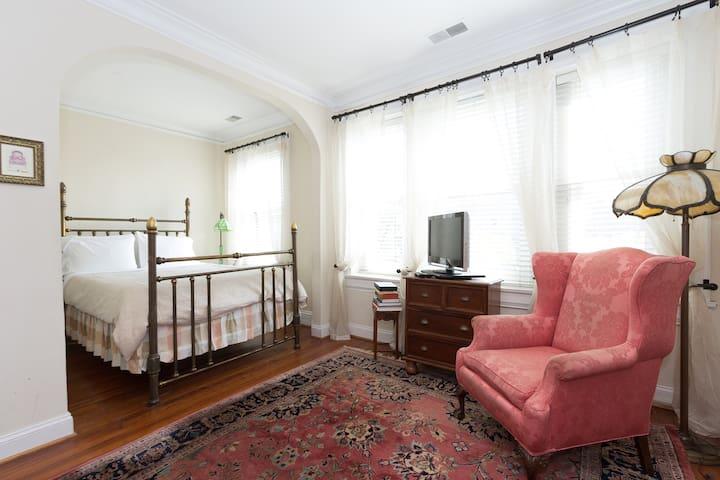 Historic Dupont Circle Inn ~ Lola's Room