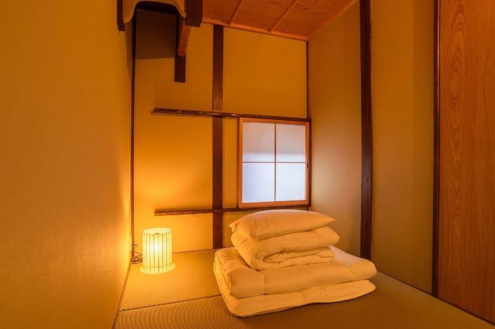 Japanese zen style single room(京都駅から徒歩3分)