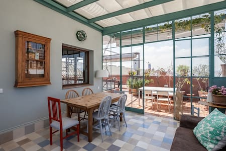 PENTHOUSE IN RESTORED c19th HOME