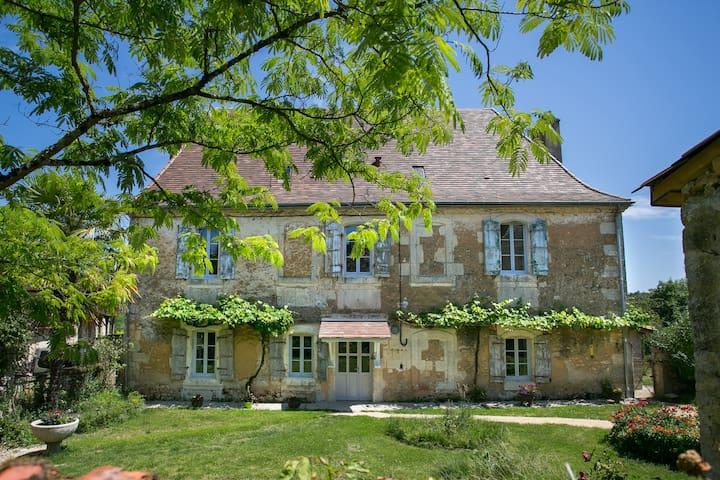 Saint-Laurent-des-Bâtons的民宿