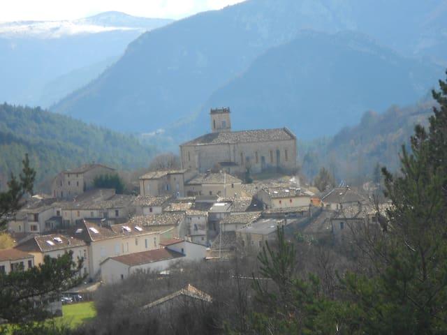 La Motte-Chalancon的民宿