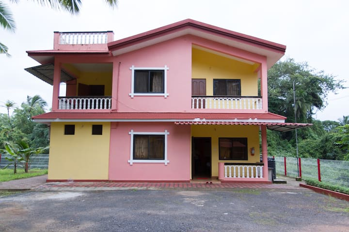 3 BHK Pink Villa in Country Colva for Vacationers