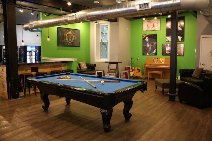 Apple Hostels Philly 6-bed Male-only Dorm Room
