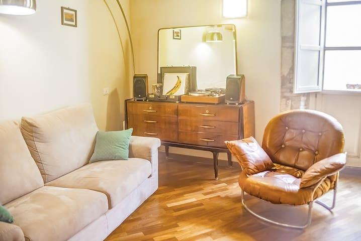 CAVALLERS High ceilings apartment in Castello