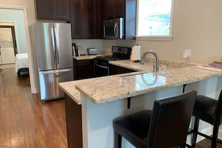 Private One Bed & Bath in Mid City w/ Full Kitchen