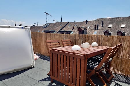 Attic-Apt & Roof Terrace, OldTown, 3min to station