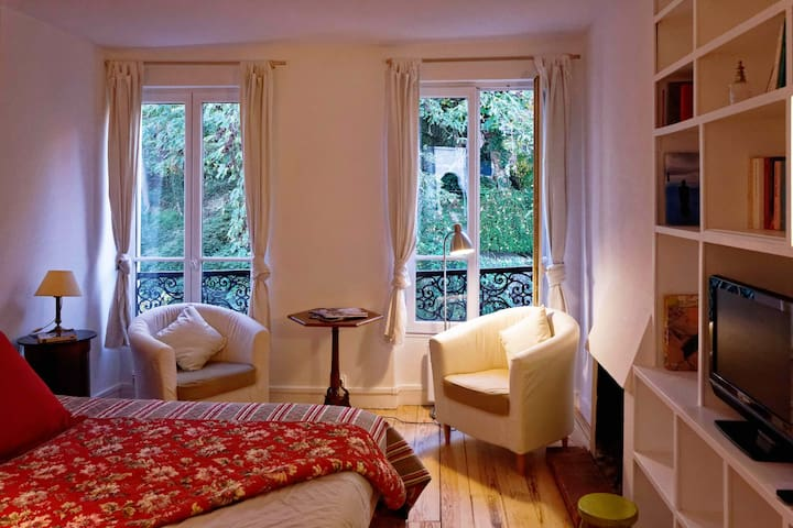 Romantic flat in Montmartre