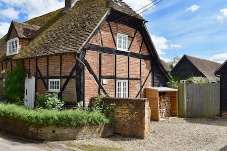 Charming 16th century cottage in rural setting