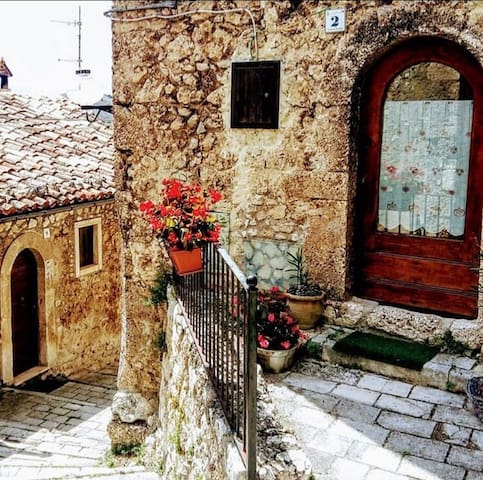 Santo Stefano di Sessanio的民宿