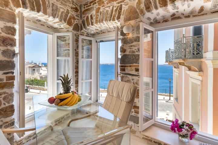 Mini suite in Neoclassical mansion on Vaporia area
