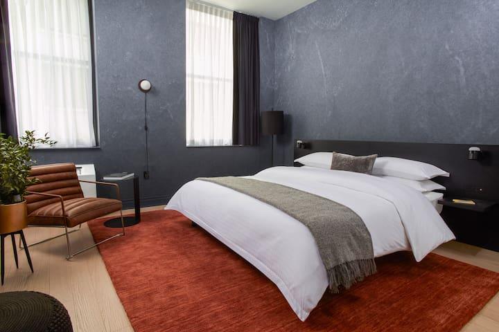 LYRIC - NEW Hotel Studio Suite with Kitchen