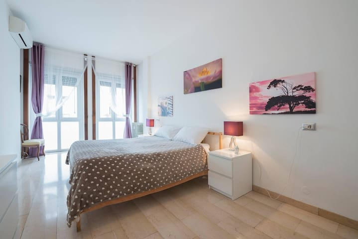 +Big double/triple room in guest house, great area