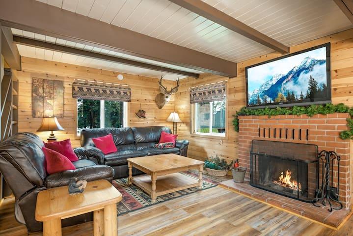 Fireside Cabin - Sleeps 8