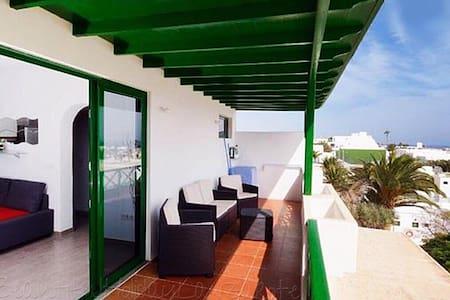 Apartment Belinda, sea view, sat-tv, wifi & aircon