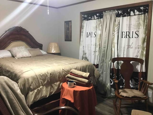 412Bcomfy w/private bath & garage near 5 hospitals