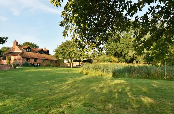 Brick Kiln Cottage, beautiful luxury rural retreat