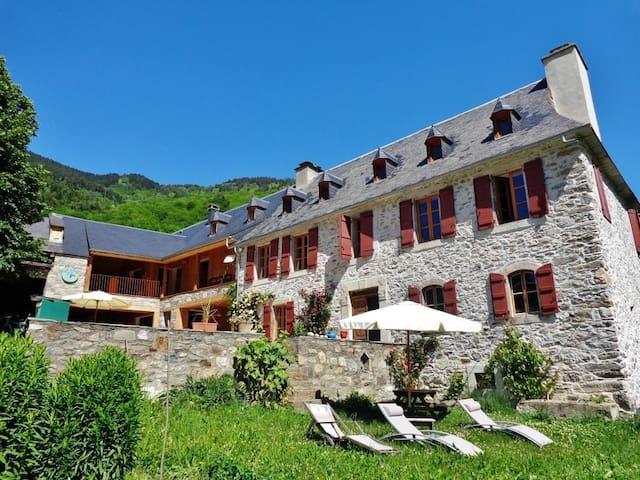 Vielle-Louron的民宿
