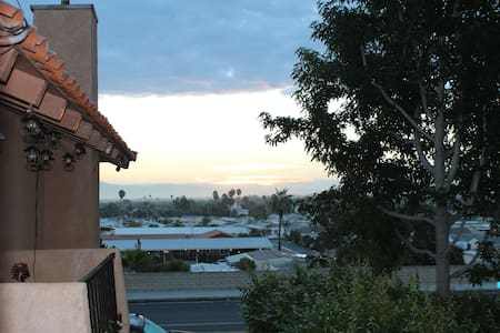 Huntington Beach private 2 bdrm townhome with View