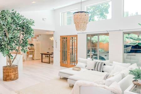 NEW! Stunning Luxury Designer Home /Heart of Boise