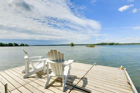 Islandview Waterfront Cottage - Lake Couchiching