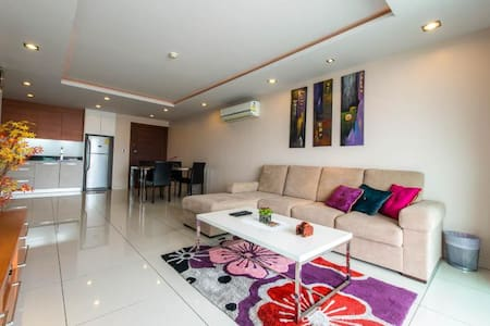 Luxury Large (76sqm) Condo in a Great Location