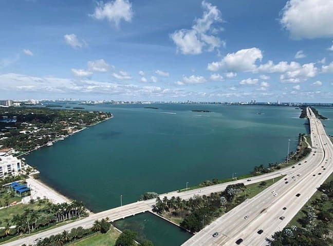 Luxury Miami 2BR-2BA w/ Ocean & City View