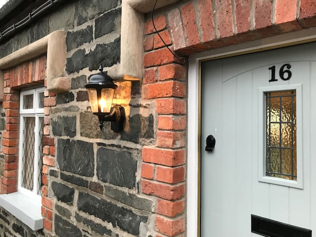 Arthur Street Guest Cottage, Hillsborough (No.16)