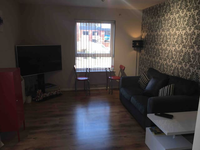Great flat with parking for short or long stays