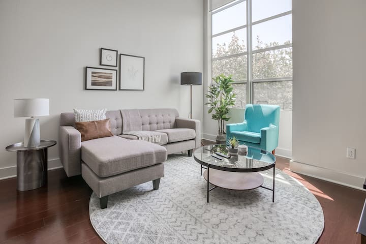 Bright 3BR Condo in Downtown San Jose + Parking